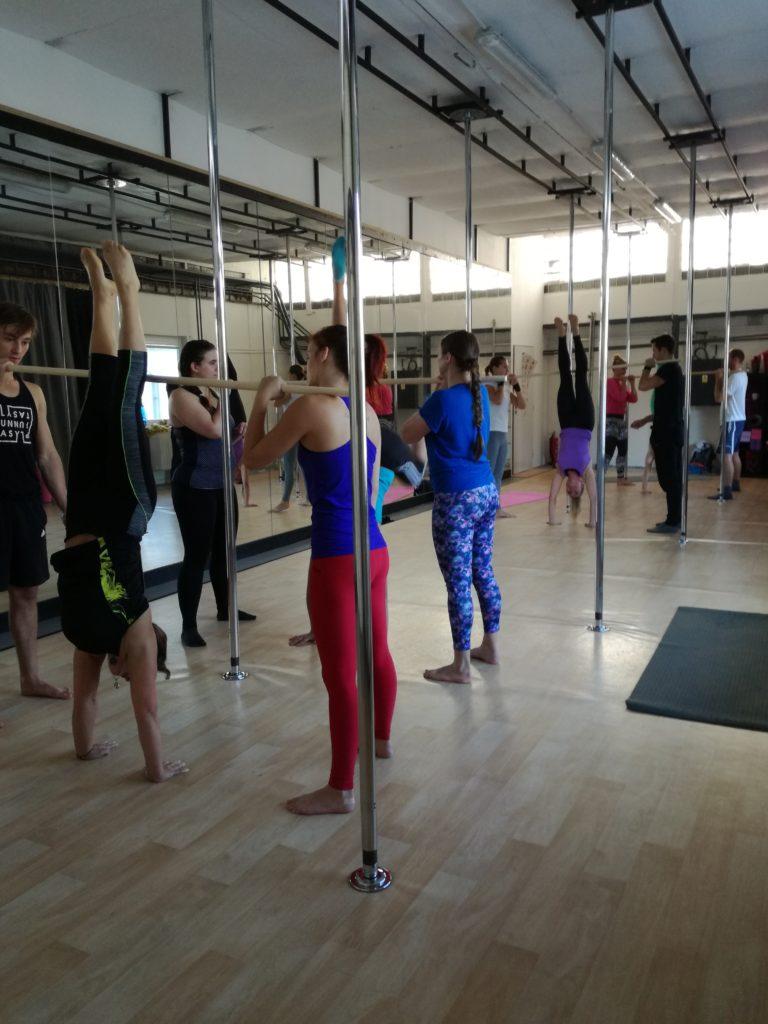 Worshop handstand